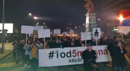 Organizatori protesta u Kruševcu demantovali da je osoba sa puškom organizator protesta